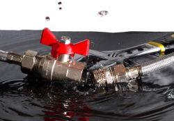 Ist der Kugelhahn handbetätigt, genügt eine 90°-Drehung zum Durchflussstopp